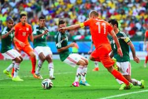 Arjen-Robben-asegura-a-la-FIFA-que-el-penal-ante-México-sí-fue-penalti.jpg