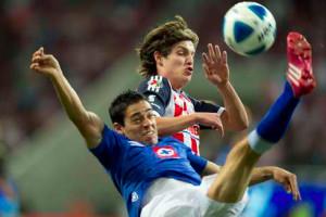Cruz-Azul-vs-Chivas-duelo-con-rivalidad-histórica-.jpg