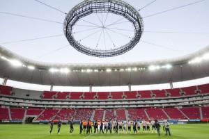 La-venta-del-Chivas-queda-pendiente-del-estadio-Omnilife.jpg