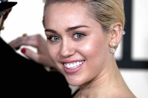 Termina-Miley-Cyrus-con-hijo-del-Terminator.jpg