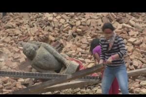opciones-para-ayudar-a-nepal-suman-2500-muertos-tras-terremoto.jpg
