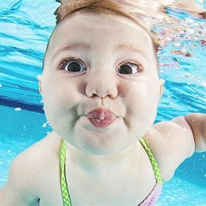 Bebés bajo el agua