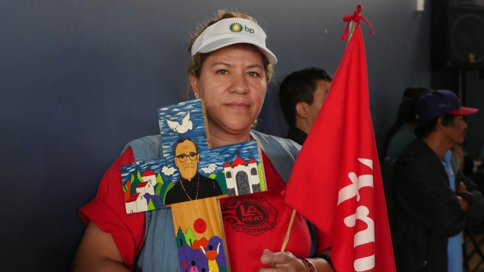 En LA siguieron la beatificación de monseñor Romero (9)