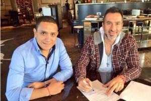 Gustavo Matosas con el directivo Heriberto Ramón Morales. Foto: Tomada de Twitter