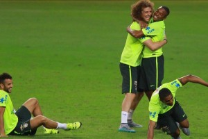 brasil-entrena-entre-risas-con-el-plantel-completo-.jpg
