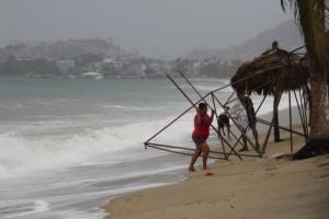 Tormenta-Carlos-se-convierte-en-huracan-categoria-1-frente-a-costas-mexicanas-650x432