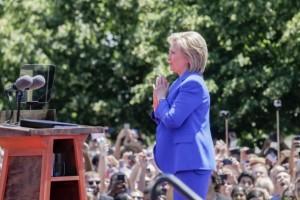 Me-presento-por-todos-los-estadounidenses-dice-Hillary-Clinton-650x404