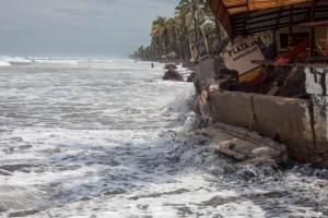 Carlos-se-debilita-a-depresion-tropical-muy-cerca-de-las-costas-mexicanas-650x450