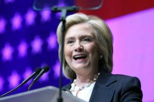 Hillary-Clinton-pide-reformas-sobre-tenencia-de-armas-y-abordar-el-racismo-650x446