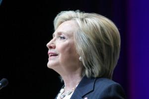 Hillary-Clinton-define-como-terrorismo-racista-el-tiroteo-en-Carolina-Sur-650x490