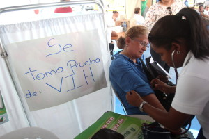 autoridades-sanitarias-instan-a-puertorriqueos-a-realizarse-pruebas-del-sida.jpg