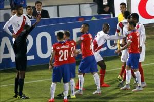 el-rbitro-venezolano-intenta-frenar-la-friccin-entre-chile-y-per-.jpg