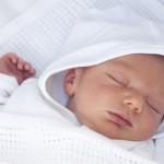 Los bebés que duermen de espaldas pueden tener cabezas planas