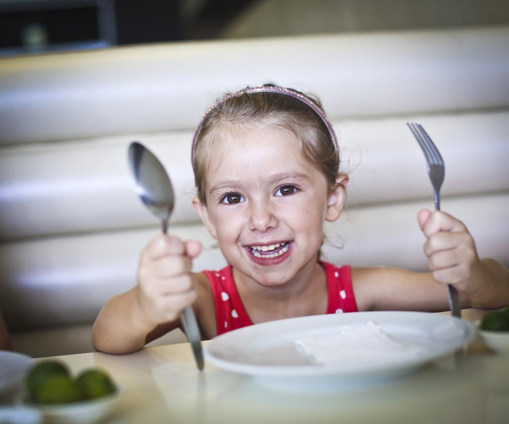 Cómo inculcar a los niños una relación positiva con sus alimentos