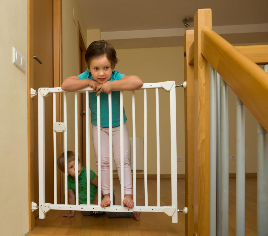 c mo asegurar tu casa para proteger a tus hijos. Black Bedroom Furniture Sets. Home Design Ideas