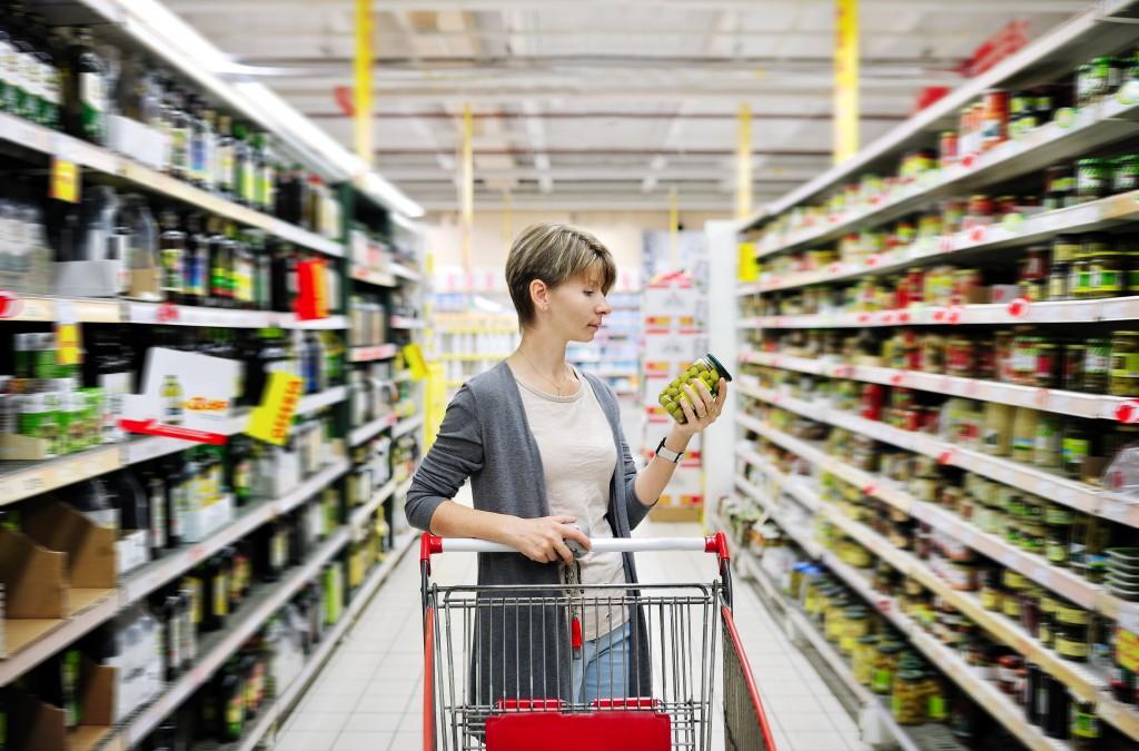 ¿Quieres comer saludablemente? Lee y entiende las etiquetas