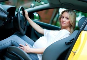 Ocho recomendaciones para que viajar en auto durante el embarazo sea más seguro