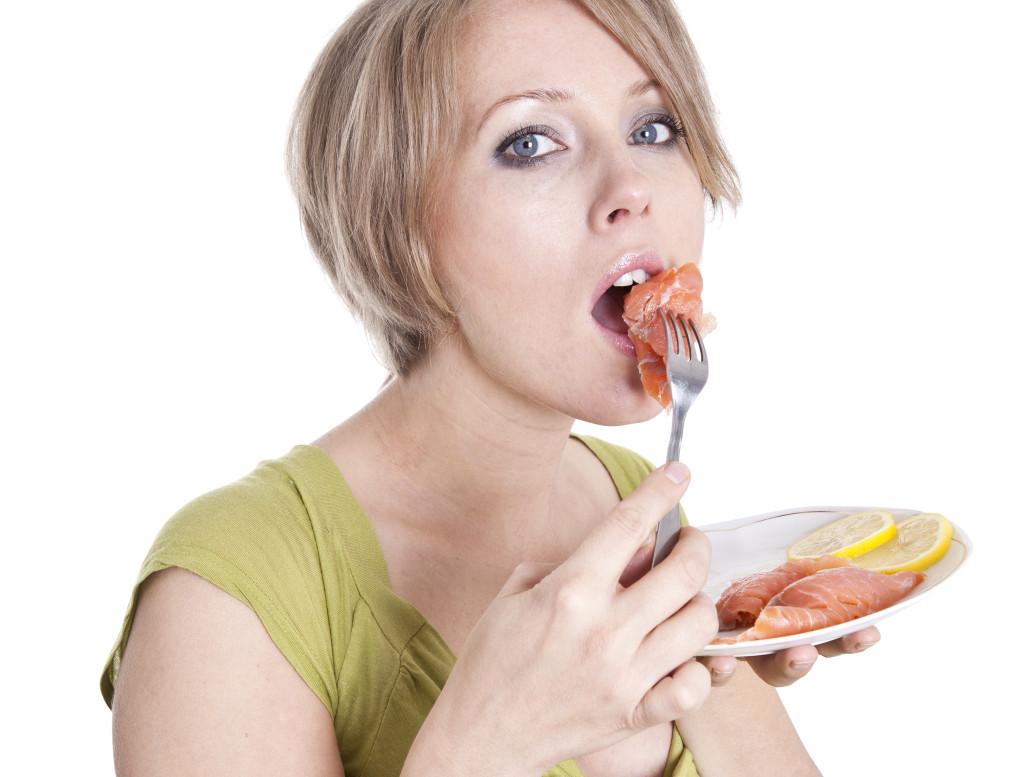 ¿Cómo evitar depresión durante y después del embarazo? ¡Comiendo pescado!