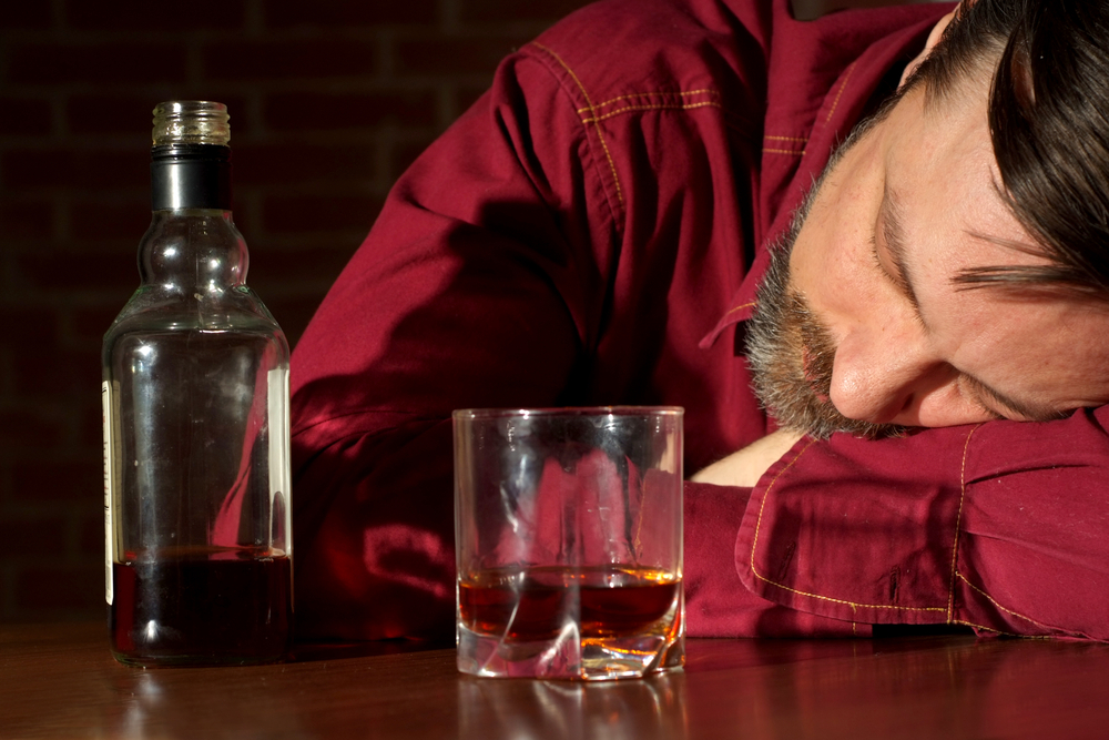 Alcoholismo y depresión de padres afectan el desarrollo del niño