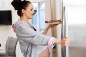 ¿A qué se deben los antojos en el embarazo?