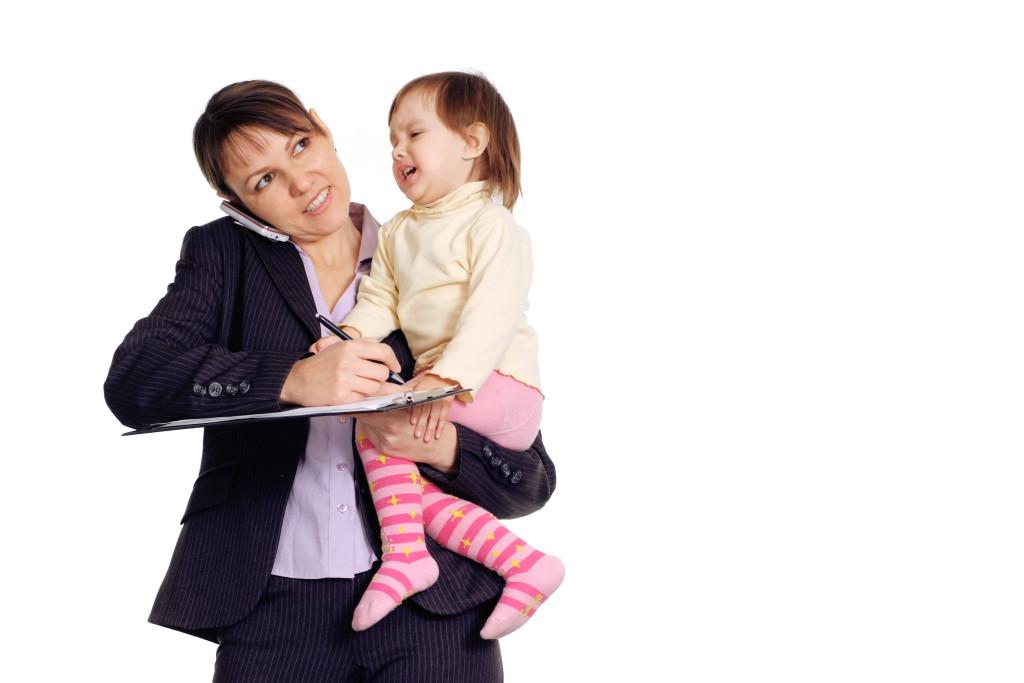 3 prejuicios a los que se enfrenta una mamá quetrabaja