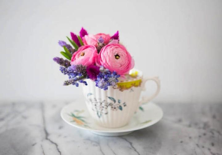 Hazlo tú misma: Arreglos florales en tazas de té