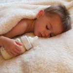 ¿Cuánta leche debe tomar un bebé de 12 meses?
