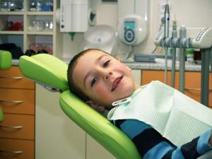 9 cosas a saber antes de llevar a tu hijo al dentista