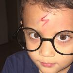 Mamá ingeniosa transforma a su hijo en Harry Potter