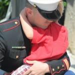 VIDEO: Marine celebra días festivos con su hijo antes de ir al ejército