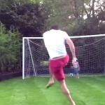 VIDEO: Cuando papá juega con los niños pero no mide su fuerza