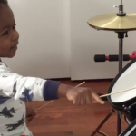 VIDEO: Increíble niño de un año ya es una estrella en la batería