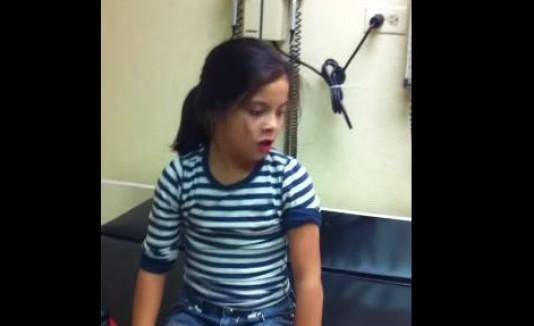 VIDEO: reacción de niña al recibir una vacuna