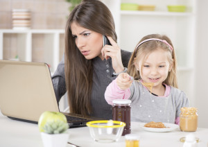 """5 razones por las que empresas deben contratar """"mamás"""""""