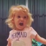 VIDEO: Niña cantando el alfabeto se ha vuelto viral