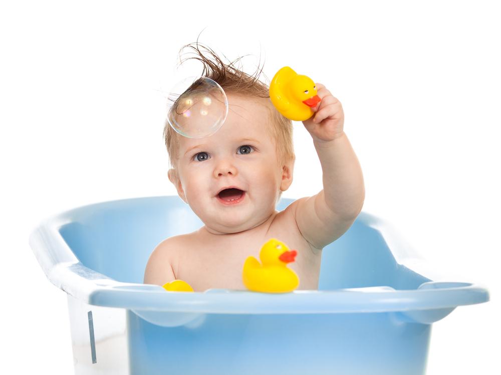 VIDEO: Bebé disfruta a carcajadas su baño de burbujas
