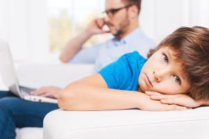 Padres o adolescentes, ¿quién pasa más horas frente a los dispositivos?