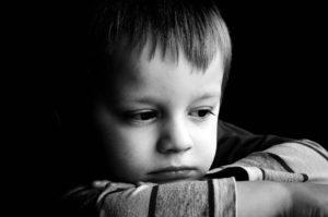 Así es como un niño se ve afectado por dormirse muy tarde