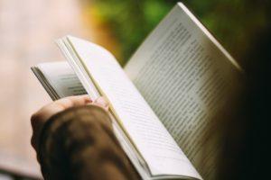"""Profesora revela cómo logra que sus estudiantes lean """"40 libros"""" por año"""