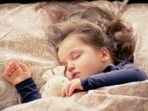 """Dormir """"temprano"""" protegerá a tu hijo de la obesidad"""