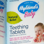 """Retiran tabletas de dentición para bebés Hyland por """"hierba tóxica"""""""