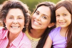 La abuela materna hereda la mayor carga genética a las hijas de sus hijas