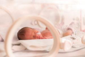 Ella logró salvar la vida de su bebé que nació antes de tiempo