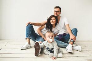 Hijos de madres más felices sufren menos de cólicos, estudio
