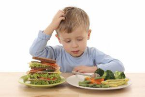 Obligar a los niños a terminar su plato podría estar afectando su salud