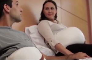 VIDEO: Faja con la que papá siente el movimiento del bebé en su propio vientre