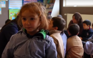VIDEO: Niña conmueve en las redes al explicar en qué trabaja su papá
