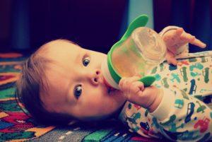 Alertan sobre metal tóxico encontrado en el 20% de alimentos para bebés
