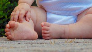 Estas son algunas razones por las que tu bebé no quiere gatear