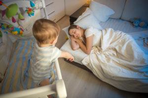 """Esta es la edad en que tu bebé podrá olvidarse del """"biberón de noche"""""""